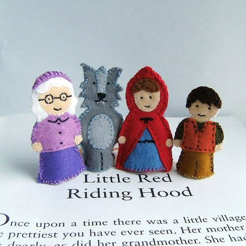 SurLaLune Fairy Tales Blog: Finger Puppet Fun: Clara Clips   Use for ideas for patterns for peg dolls