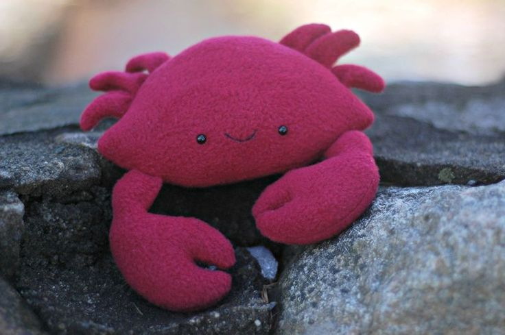 Casey the Crab free pattern and tutorial. So easy to make and simple instructions to follow. This would be great for a kids sea themed bedroom, or it could even go in the bathroom! Would make a great pair with the turtle softie!