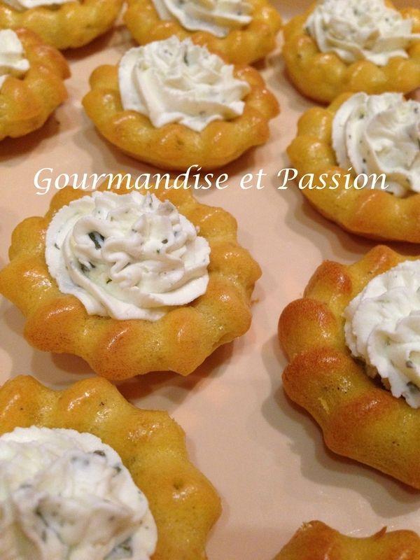 Mini St-Honorés à la crème de fromage ail et fines herbes