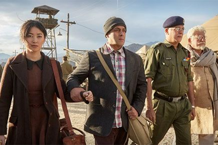 'Main Agar' full audio song out: See late actor Om Puri in new 'Tubelight' still http://indianews23.com/blog/main-agar-full-audio-song-out-see-late-actor-om-puri-in-new-tubelight-still/