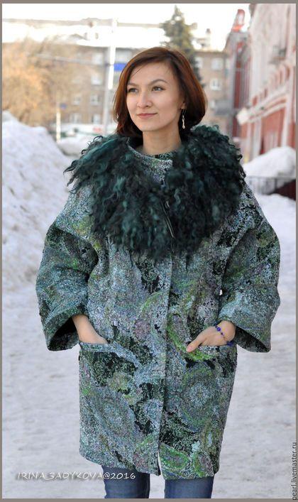 Купить или заказать Пальто-баллон 'Татьяна' в интернет-магазине на Ярмарке Мастеров. Пальто на заказ. Съемный воротник, флис Лестер, НЗ. С подбортом, к которому может прикрепляться утепленная подкладка для холодов. Пальто сделано на искусственном шелке по выбору заказчицы. Я бы сама ни за что на это не пошла. Материал сыпучий, очень много было работы. Все края и срезы поэтому обработаны киперной лентой. Карманы обработаны отдельной обтачкой из войлока.