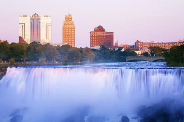 4-Day Bus Tour to Washington,D.C., Niagara Falls and Amish Village with Tours4Fun.