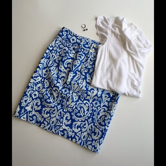 Old Navy Skirt Size 0 This gently worn blue and white paisley patterned skirt from Old Navy is super cute for the summer. It has two buttons on the front along with a zipper and pockets. The back of the skirt also has 2 pockets and a 6 inch slit. The skirt is 19 inches long and is made of 98% cotton and 2% Lycra spandex. It is a size 0. The white Calvin Klein shirt featured in the cover shot is also available for purchase in my closet. Old Navy Skirts