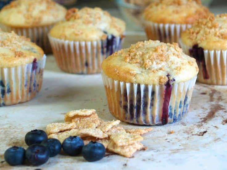 Hungry Hungry Highness: Blueberry Cinnamon Toast Crunch Muffins