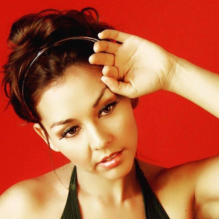 Denisse Malebran maquillada y peinada por @evatangol #tangolstudio #denissemalebran #peinado #maquillaje #cantante #hairstyle #makeup #singer #celebritieshiarstylist