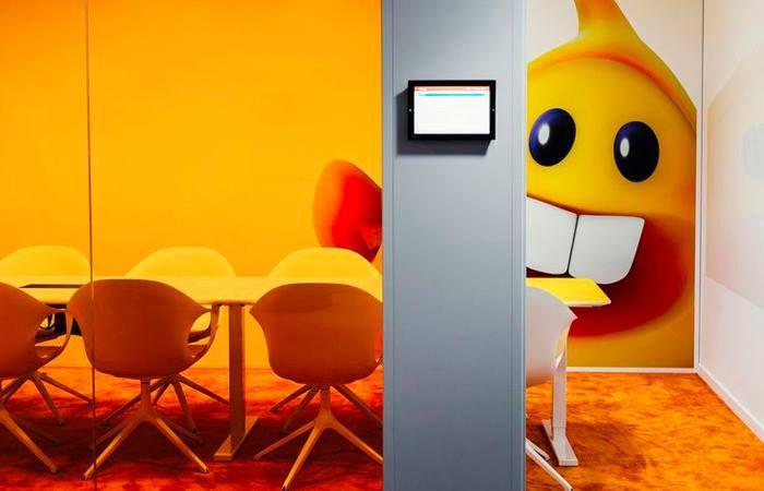 KIRÁLY! Ez az iroda tényleg az! - Kristalia - Elephant tárgyalószékek. A svéd King cég videojátékok tervezésével foglalkozik, új irodája pedig ezen játékok cukorka-világát jeleníti meg.