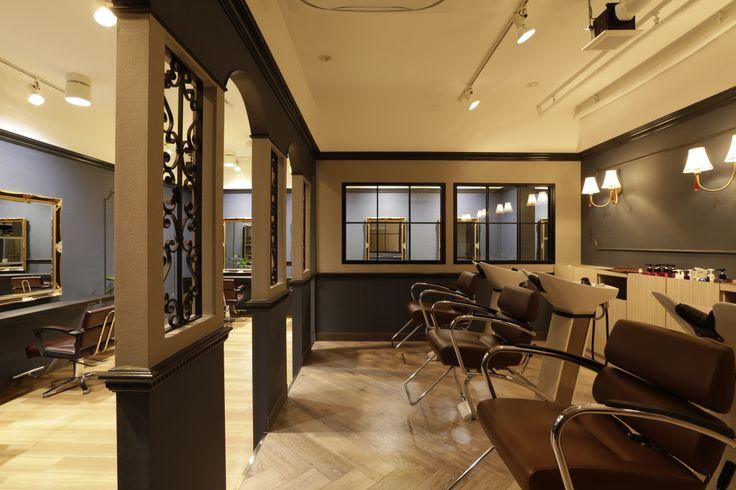 Beauty salon interior design ideas chairs mirrors for Beauty shop interior design ideas