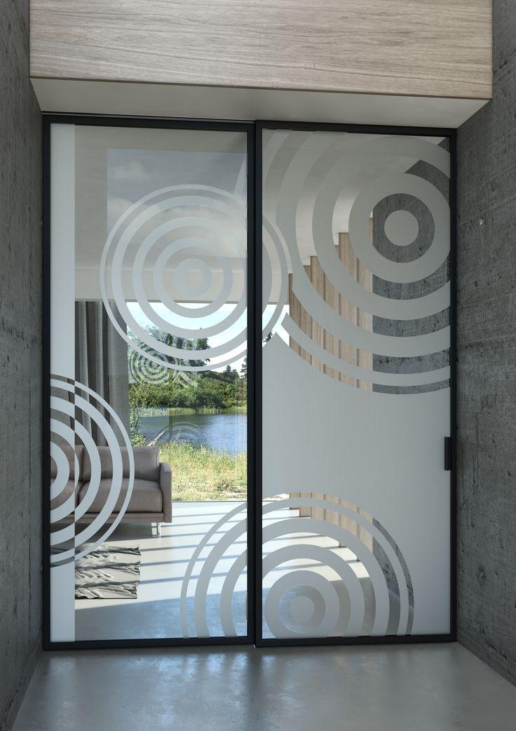 Posuvný systém JAP s pískovaným motivem#sklo#design#interier#bydleni#house#pískovanésklo#sandblasted#doors#dveře#door#modern#pocketdoors#glassdoors#glasswall