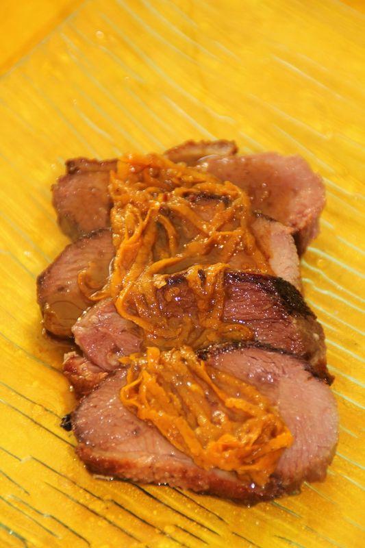 Magret de canard, sauce � l'orange et pain d'�pices