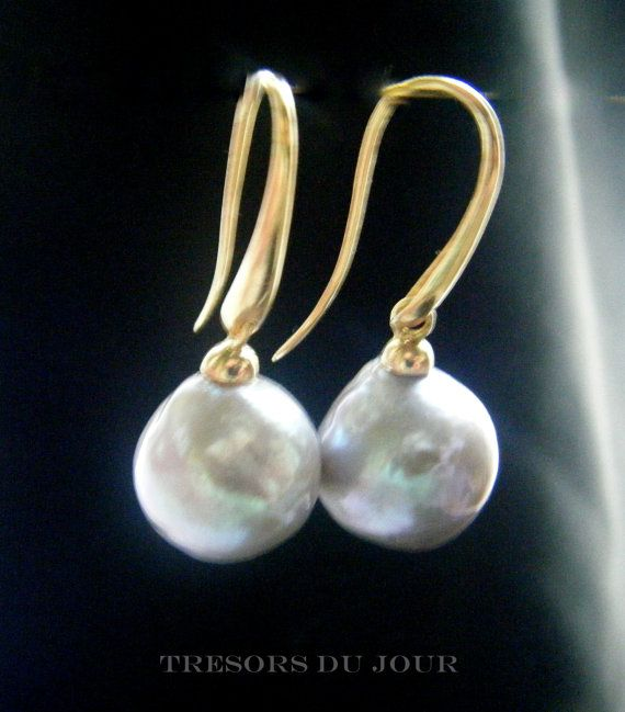 GREY PEARL EARRINGS Cultured Pearls in 18kt Gold by TresorsDuJour #GreyPearlEarrings #PearlEarrings