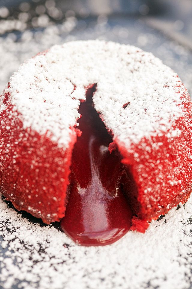 Beautiful red velvet cakes that hide a rich molten center---the most perfect Valentine's Day dessert! | spachethespatula.com #recipe