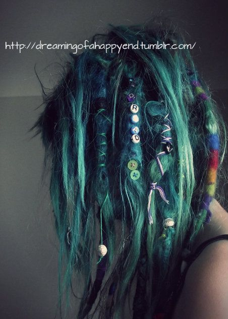 i wouldnt dye my hair but i like the Buttons :)