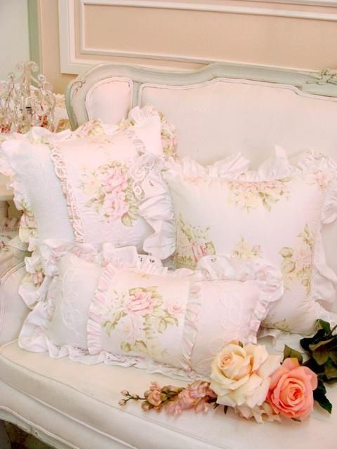 Shabby chic pillows                                                                                                                                                                                 Mais