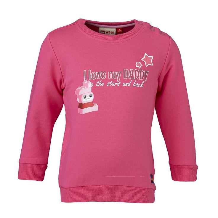 """Duplo Sweatshirt Smilla """"I Love my Daddy"""" Shirt    LEGO® Wear hat längst nicht nur die Spielzeugkisten, sondern auch die Kleiderschränke erobert. Dieses niedliche Sweatshirt ist das richtige für aktive Kids. Das weiche Material macht nicht nur auf dem Spieplatz eine gute Figur.    LEGO® Wear Kinder Sweatshirt mit folgenden Besonderheiten:    - Thema: LEGO® Duplo®  - schönes Sweatshirt von LEGO®..."""