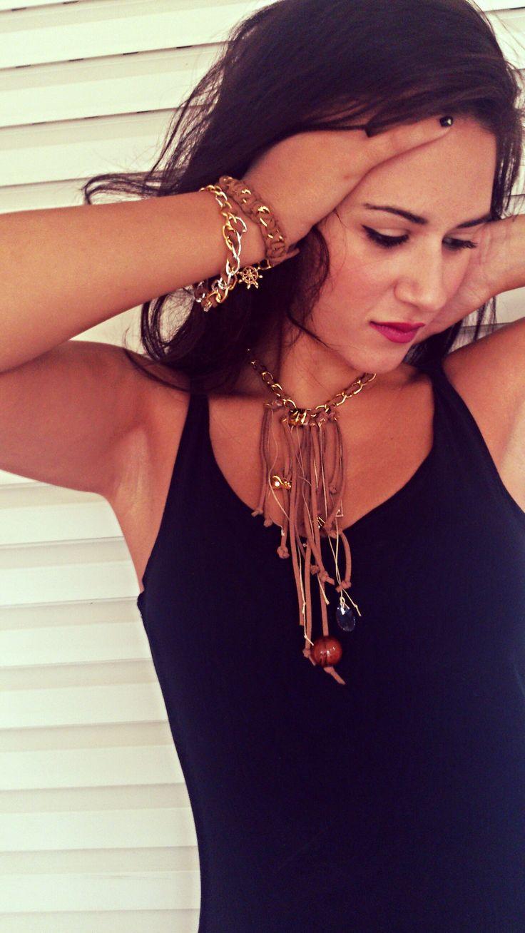 Χειροποιήτο κολιε από αλυσιδα και suede κορδονι https://www.facebook.com/Bizeli.jewelry