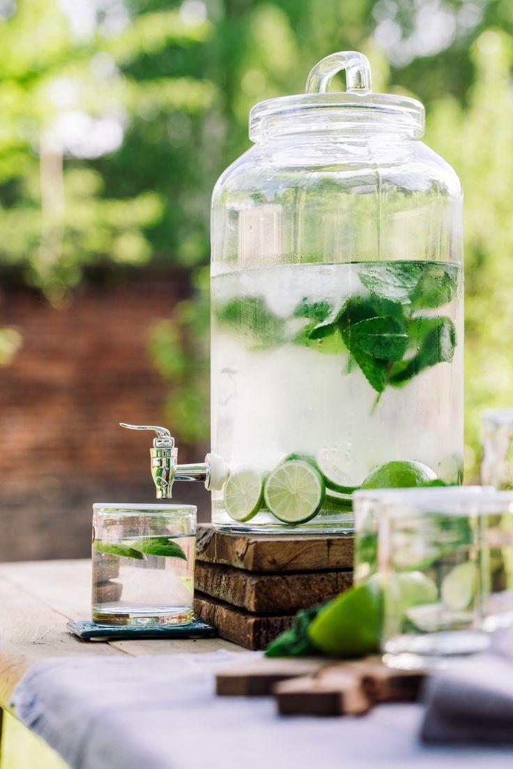 Einfache Dekoration Und Mobel Moderner Reiniger Oder Hausmittel #18: Getränke Für Die Outddor Sommer Feier // Im Hübschen Getränkespender Für  Den Buffet Tisch