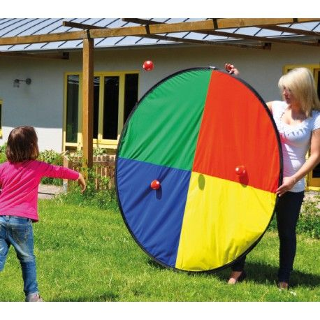 Cible de lancer géant avec 6 balles de lancer.  Grand jeu d'animation commerciale, kermesse, école ou fête familiale. Un jeu pour tous enfants et adultes.