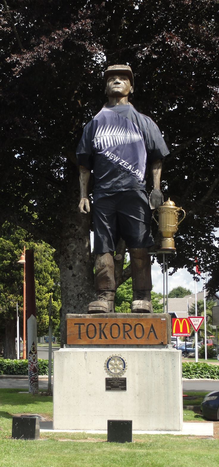 Tokoroa's giant All Blacks-themed welcome sign - NZ
