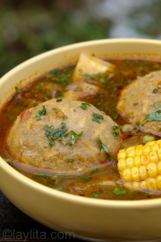 Green plantain dumpling soup / Caldo de bolas de verde