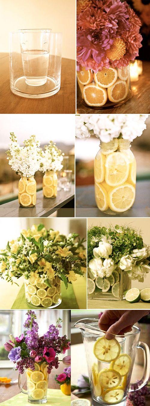 siempre poner un vaso mas chico con aguacon las flores y los limones afuer