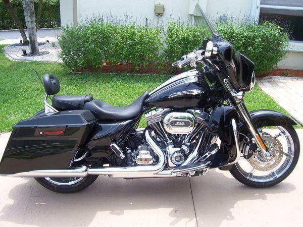 2012 Harley Davidson CVO Street Glide (SCREAMIN EAGLE) #harleydavidsonstreetglidecvo