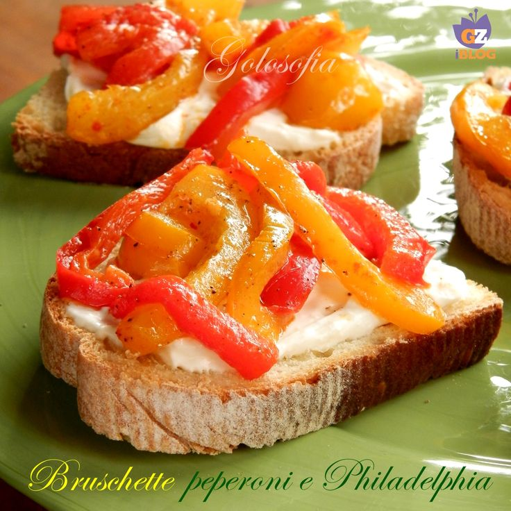 Bruschetta ai peperoni e Philadelphia, un antipasto semplicissimo, ma estremamente saporito! il peperone sposa benissimo con il formaggio morbido..:)