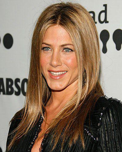 Ein Klassiker: Der Stufenschnitt von Jennifer Aniston passt bei jedem Anlass, natürlich auch bei der Oscarverleihung. Der Schnitt: viele lange Stufen. Um diesen federleichten Look nachzuahmen brauchen Sie gar nicht viele Produkte, die das Haar nur unnötig beschweren würden. Ein bisschen Anti-Frizz-Spray und etwas Wachs für mehr Glanz reichen aus, wenn der Schnitt so perfekt ist wie bei Jennifer Aniston (Bild: Getty Images)