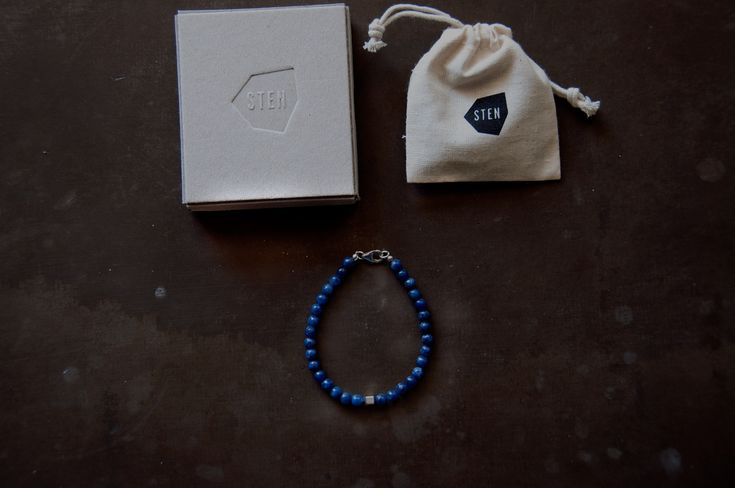 STEN Dumortierite 5 mm stone bracelet comes together with a handmade box of cardboard made from the skilled craftsmen at Norrmalms Cardboard factory in central Stockholm. Using old techniques that requires no glue, instead the box is stapled by hand.
