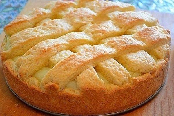 Если кто не пробовал такой классный, яблочный пирог с заварным кремом, настоятельно рекомендую попробовать, вам обязательно понравится. Пирог получится нежным, мягким, вкусным, просто нет слов. Рассмотрим, как приготовить...