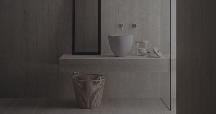 Carrelage grand format effet béton mat gris, en grès cérame teinté dans la masse, facile d