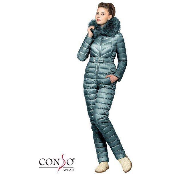 Артикул: WJF160550 Бренд: CONSOWEAR Доступные цвета: красный, жёлтый, ярко-синий, чёрный, ваниль, бирюза Доступные размеры: 40, 42, 44, 46, 48 Состав: Верх - 80% нейлон и 20% полиэстер, подкладка - 100% полиэстер, наполнитель - 90% пух и 10% перо Cпортивный и теплый комбинезон Conso Wear, по верхней части оформлен горизонтальной стежкой и стежкой-елочкой. Регулируемый пояс на кнопках делает силуэт более женственным и утонченным. Брюки прямого кроя дополнены вертикальными молниями, что дает…