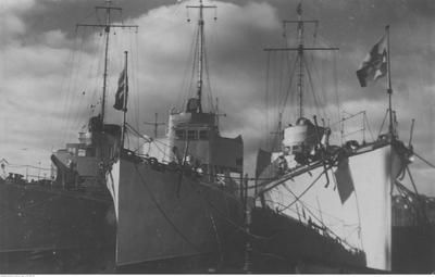 ORP Mazur (on the right) after first rebuilt. Photograph taken c.1932 in port of Gdynia, Poland.