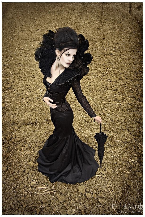 Lovely neo-Victorian #Goth girl by Raven Heart