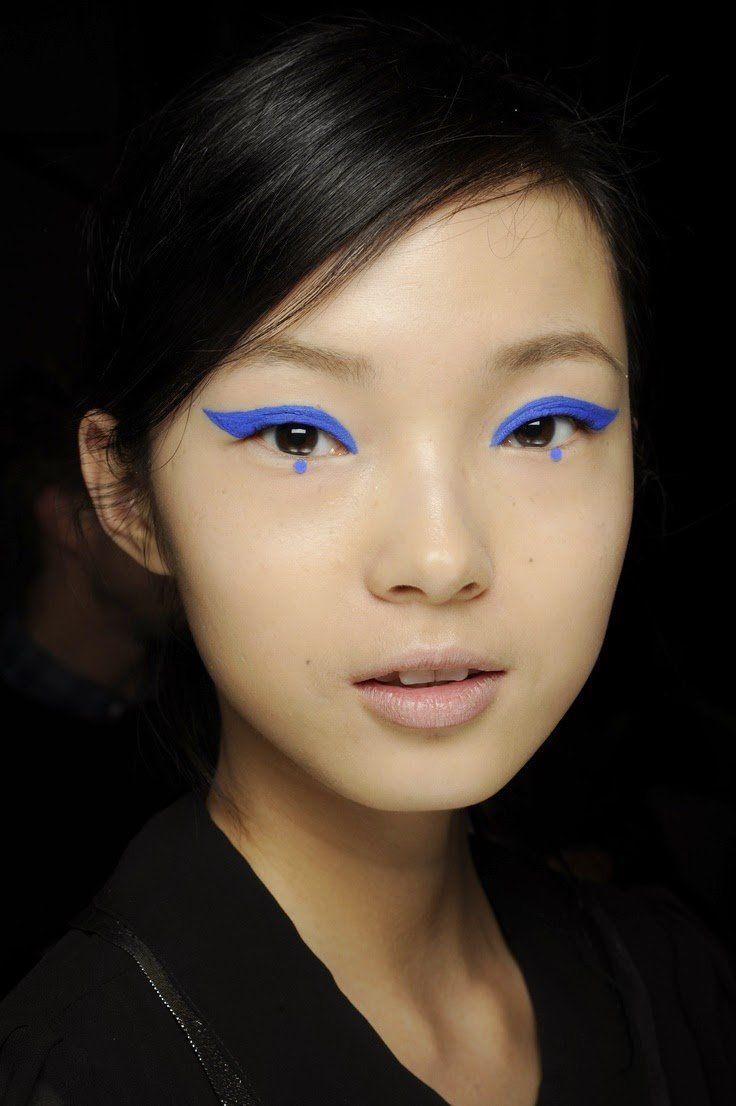 Dot eyeliner, una nueva tendencia en delineado. Es perfecto Eye Makeup, Runway Makeup, Makeup Art, Makeup Tips, Hair Makeup, Makeup Ideas, Clown Makeup, Scary Makeup, Costume Makeup