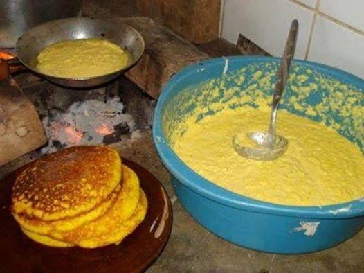BROA DE FRIGIDEIRA Ingredientes 2 ovos 1 xícara de açúcar 2 espigas de milho verde 1 xícara de trigo 1 colher rasa de fermento em pó 1 xícara de leite 1 pitada de sal Erva doce Ralar o milho,bater ligeiramente os ovos Acrescentar os outros ingredientes, misturar bem.Por último o fermento.Esquentar a frigideira sem óleo.Depois…