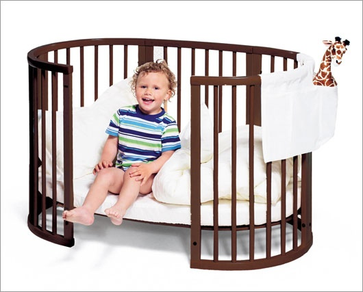 Open face rounded baby crib