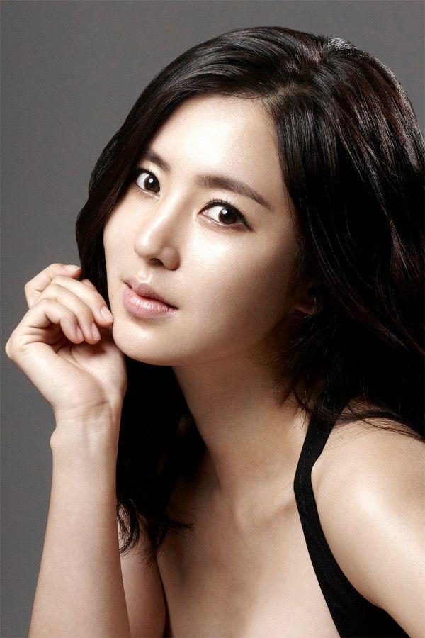 Han ChaeA - Actress - http://www.luckypost.com/actress/han_chaea/han-chaea-actress/