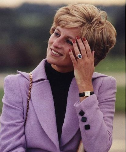 Princess Diana of Wales……..PRINCESS KATE WEARS THIS RING (THAT WAS ONE OF DIANA'S FAVORITE, ALSO) ALL THE TIME……NOT ONLY EXQUISITE, BUT A TRIBUTE TO DIANA………….ccp