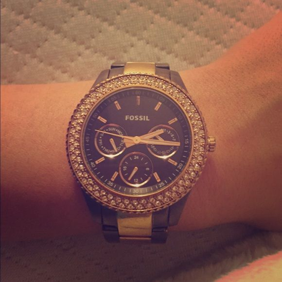 Women's Fossil Rose Gold & Brown Watch Rose gold and brown Fossil watch for sale! Excellent condition. $100 Fossil Jewelry Bracelets