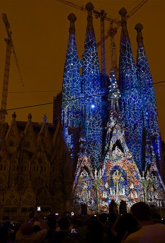 "Espectacle ""Ode à la vie"", durant les Festes de la Mercè 2012 a la Sagrada Família, d'Antoni Gaudí. Barcelona (Catalonia)"