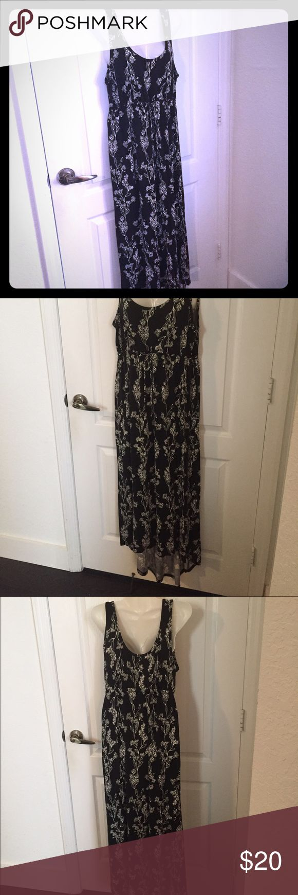Old navy high low maternity dress✨💖 Like NEW!!high low old navy maternity dress,only worn 3 times,excellent condition,size S,black & white,very comfy,see my other listings to bundle and save✨ Old Navy Dresses High Low