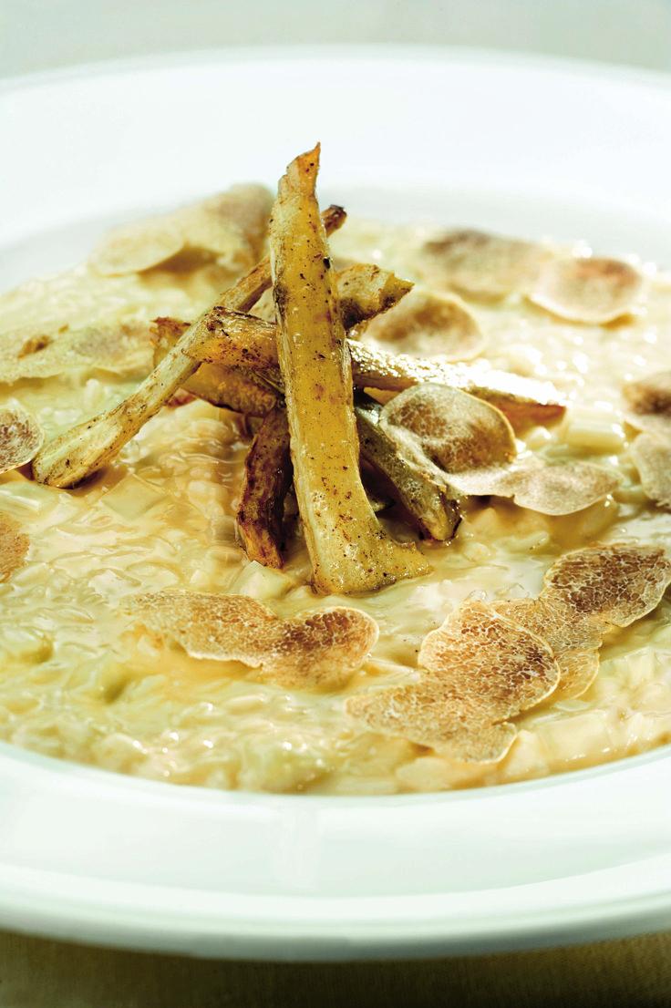 Risotto ai cardi gobbi con tartufo bianco e Grana Padano. Che ne pensate di questo piatto? Trovate la ricetta completa cliccando sull'immagine!