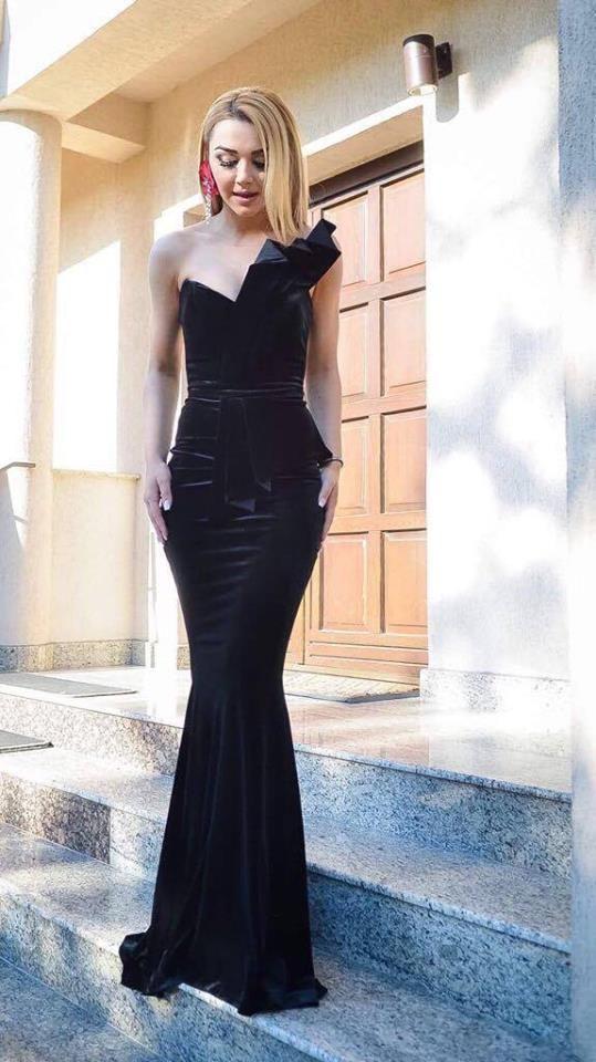 CRISTALLINI #EveningDress #BlackDress #Velvet #Prom #RedCarpe