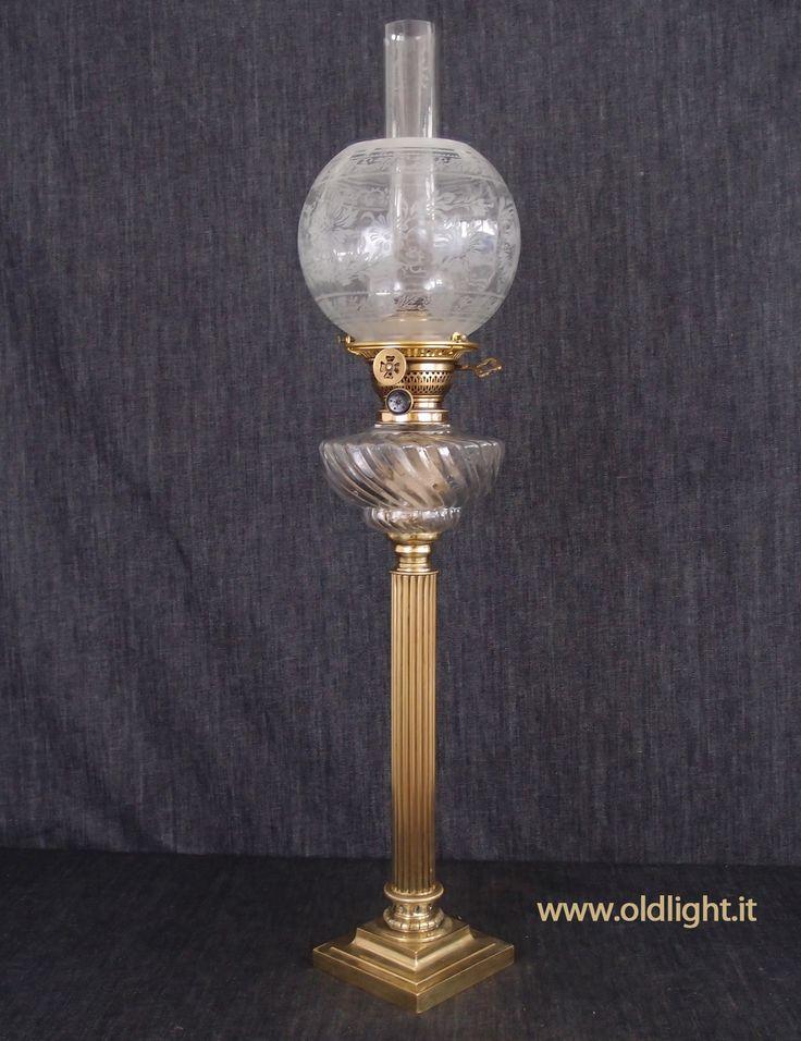 """Lume da tavolo colonna  in ottone e fusione di  bronzo;  Superbo serbatoio in cristallo Baccarat """"twisted"""" ; Bruciatore ODIN - ELITE BRENNER ( CARL HOLY- Berlin);  Tubo cristallo per ODIN; Paralume globo con decorazioni acidate."""