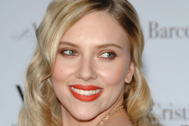 Scarlett Johansson S Flamingo Red Lips Muah Dusky Skin White Teeth Eye Color