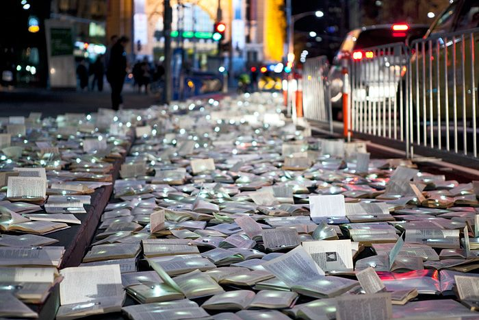LITERATURE VS TRAFFIC: 10,000 BOOKS FILL THE STREETS OF MELBOURNE