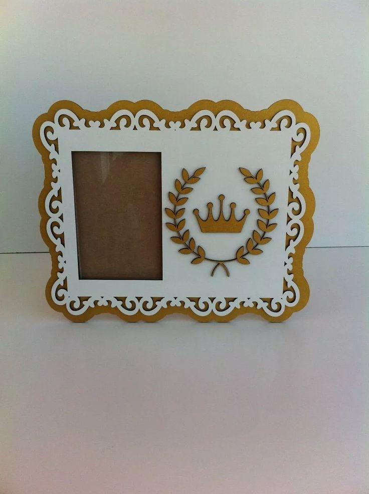 porta retrato provençal coroa com detalhes dourados em mdf
