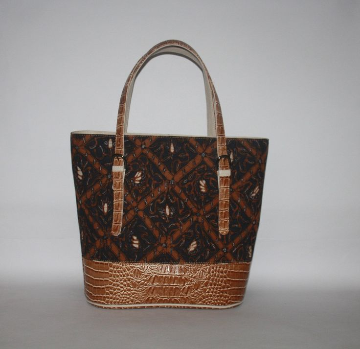 Sogan Batik in Tote Bag by Libonet Rumah Tas.