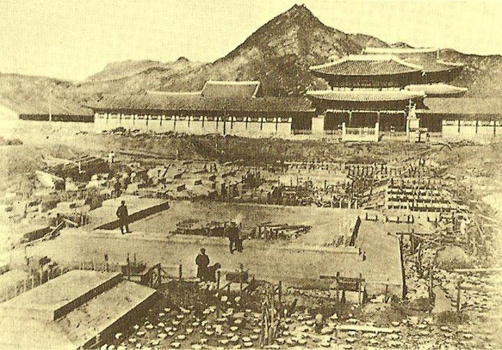 1916년  경복궁 안에 건설중인 조선총독부 Beginning construction of the Japanese Government-General Building in front of Gyeongbok Palace, Seoul, 1916