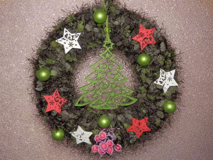 Vánoční věneček na dveře.